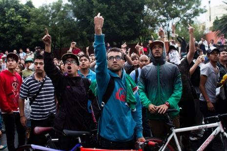 Miles de jóvenes del movimiento #YoSoy132 y otras organizaciones sociales manifestaron su descontento con los resultados electorales afuera del CEN del PRI, un día después de las elecciones. 7/2/2012