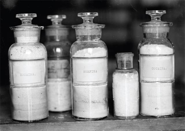 bottles-of-drugs